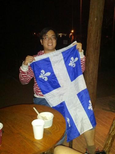Cédric avec son petit drapeau fleurdelisé
